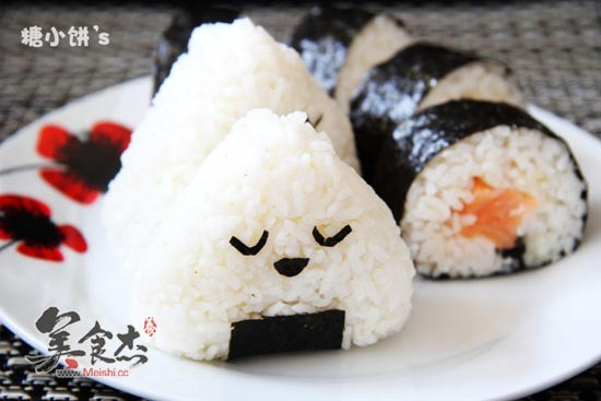 三文鱼寿司卷的做法_家常三文鱼寿司卷的做法