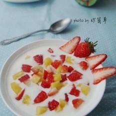 草莓果粒酸奶的做法