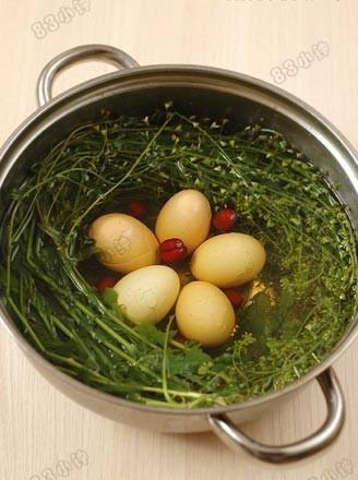 地菜花煮鸡蛋的做法