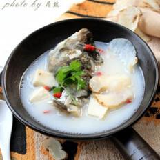 天麻鱼头汤的做法