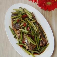 蒜苔焖狗腿鱼