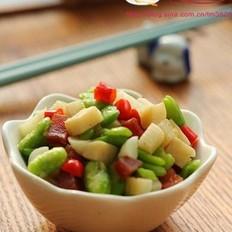 腊肉蚕豆笋丁的做法