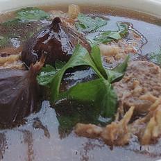 黑蒜排骨汤的做法