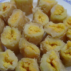 蒸咸蛋土豆卷的做法