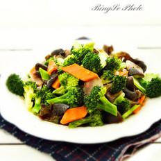 西兰花香菇炒腊肉的做法