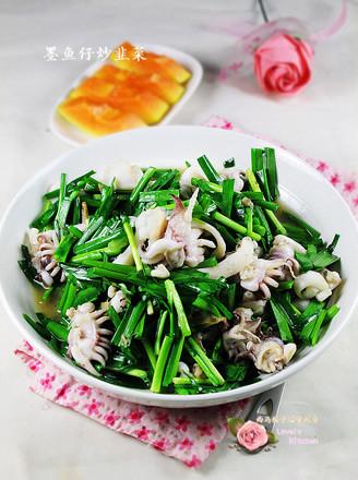 墨鱼仔炒韭菜的做法