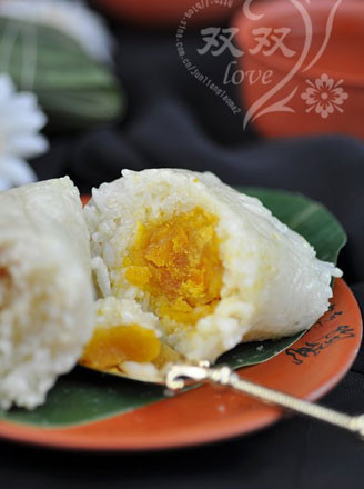 猪肉蛋黄粽的做法
