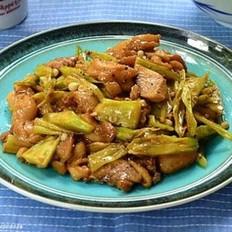 黑椒秋葵炒鸡肉的做法