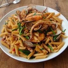 剁椒海鲜炒意粉的做法