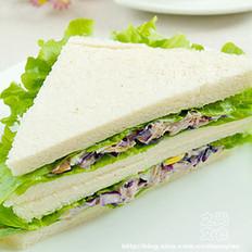 金枪鱼煎蛋三明治的做法