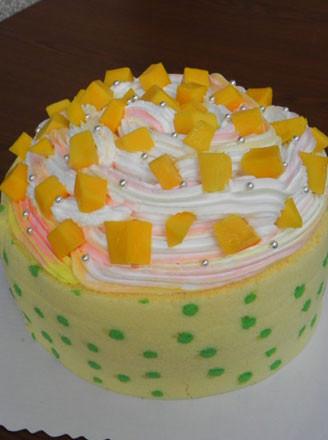 波点围边芒果奶油蛋糕的做法