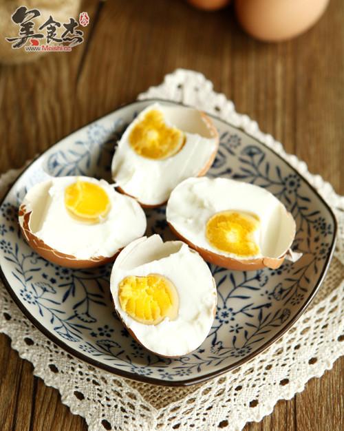 怎样腌鸡蛋出油多_腌咸鸡蛋的做法_腌咸鸡蛋怎么做_孔老师教做_美食杰
