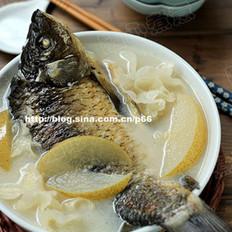 雪梨银耳鲫鱼汤