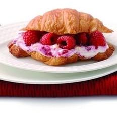 红莓羊角面包