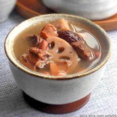 莲藕墨鱼排骨汤