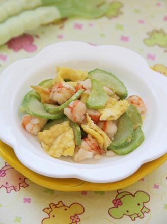 翡翠鲜虾炒蛋的做法
