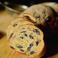 肉桂核桃葡萄干面包