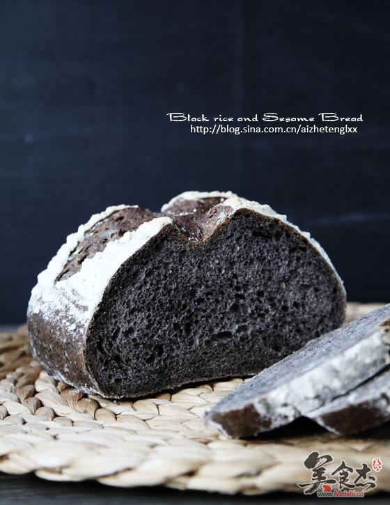 黑米黑芝麻面包Hw.jpg
