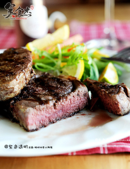 怎样煎出鲜嫩多汁,又带花纹的牛排?pr.jpg