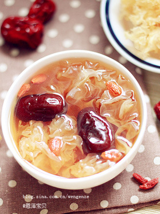 银耳红枣枸杞冰糖水