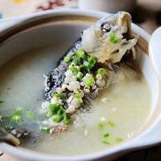 奶白薏米鲫鱼汤