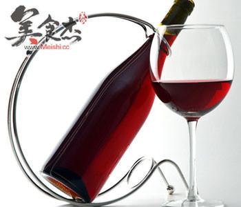 吃肉时喝杯红酒助减少胆固醇Cn.jpg