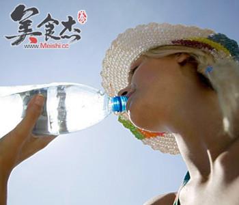 喝水也口干,究竟为哪般?_饮食小常识 - 美