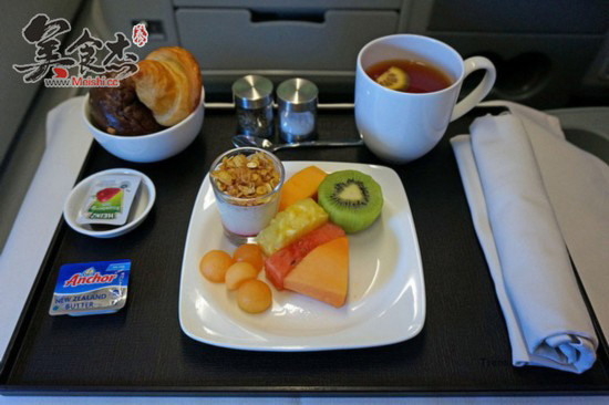 自纽约飞往墨西哥城的航班上,经济舱的午餐会提供火腿奶酪三明治