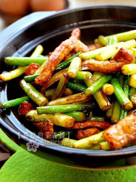 红烧肉炒蒜苔:营养丰富气味辛辣春季必吃的好菜你一定要会