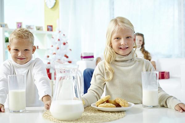 网传牛奶致癌是真是假?BC.jpg