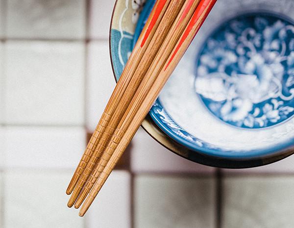 使用筷子12大禁忌 你知道多少UO.jpg