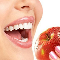 吃什么可以美白牙齿