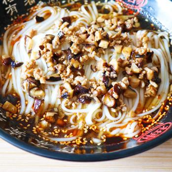 香菇肉臊子酸汤面