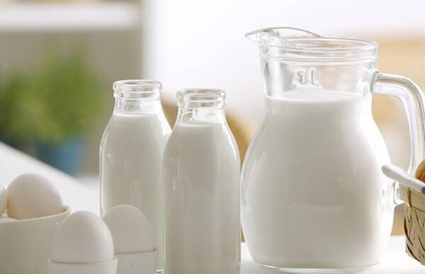 �M口牛奶的�I�B,比���a更好�幔亢k嘤�奶告�V你ml.jpg