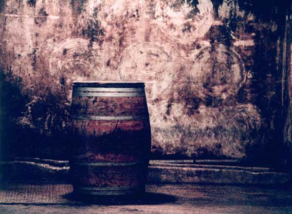 这橡木桶中的武当王红酒让他们再次获得一级酒庄的称号(这副是油画)